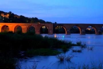 Diyarbakır On Gözlü Köprü